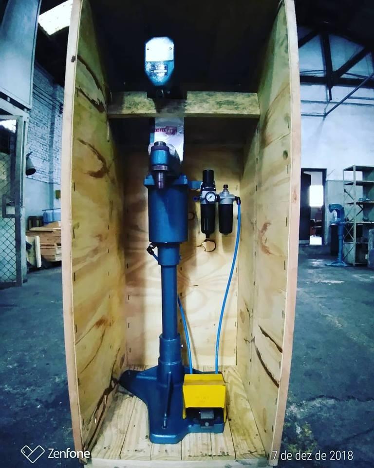 Maquina rebitadeira pneumática