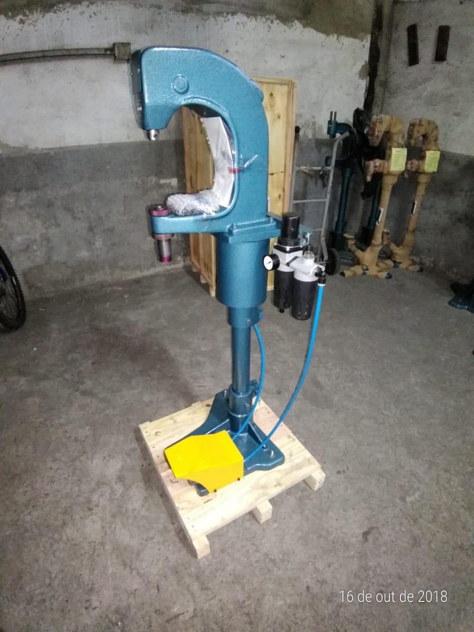 Rebitadeira pneumática para lona de freio